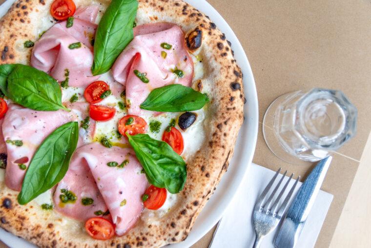 Jak odgrzać pizzę neapolitańską w domu